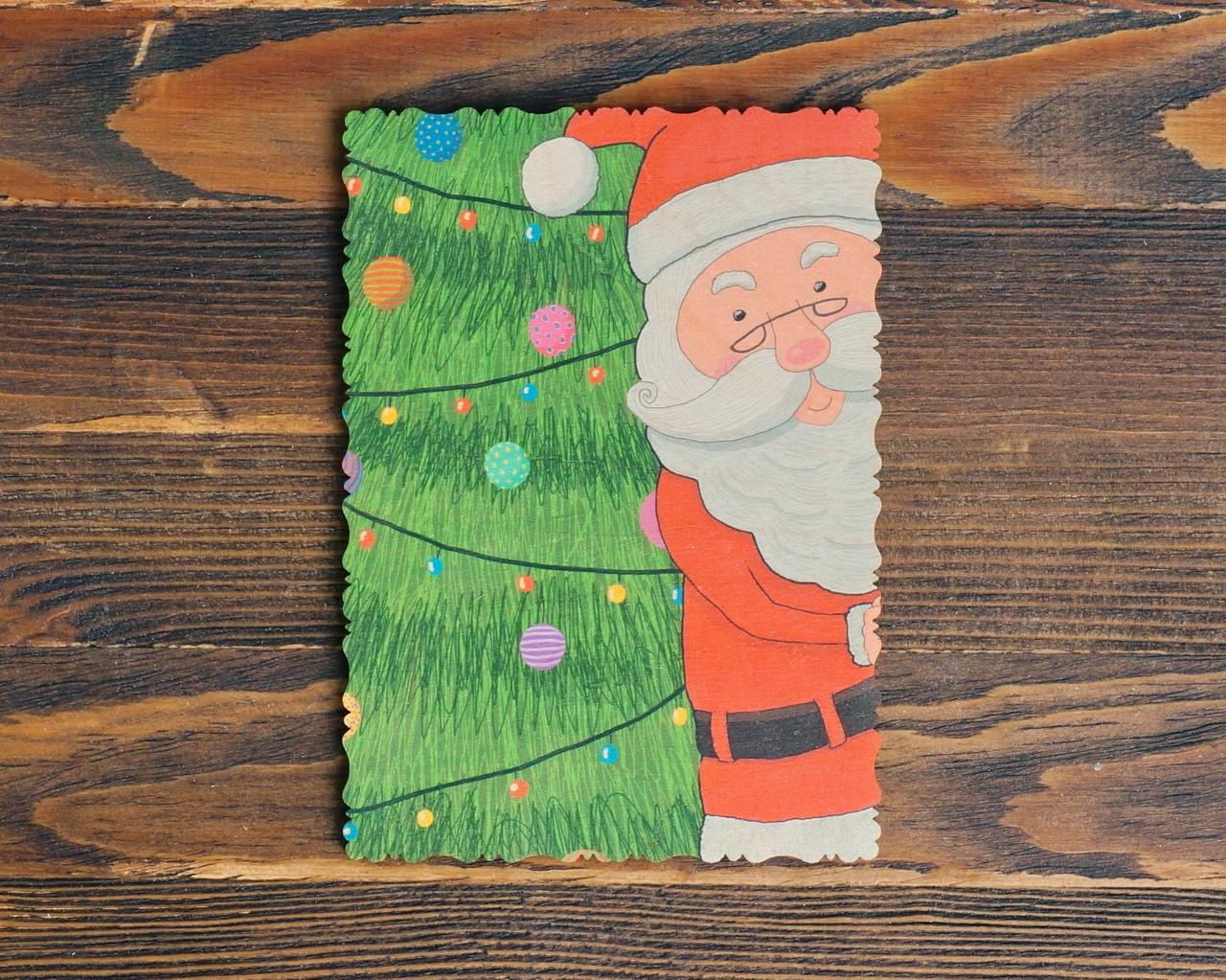 """Деревянная открытка """"Дед Мороз за ёлкой"""""""