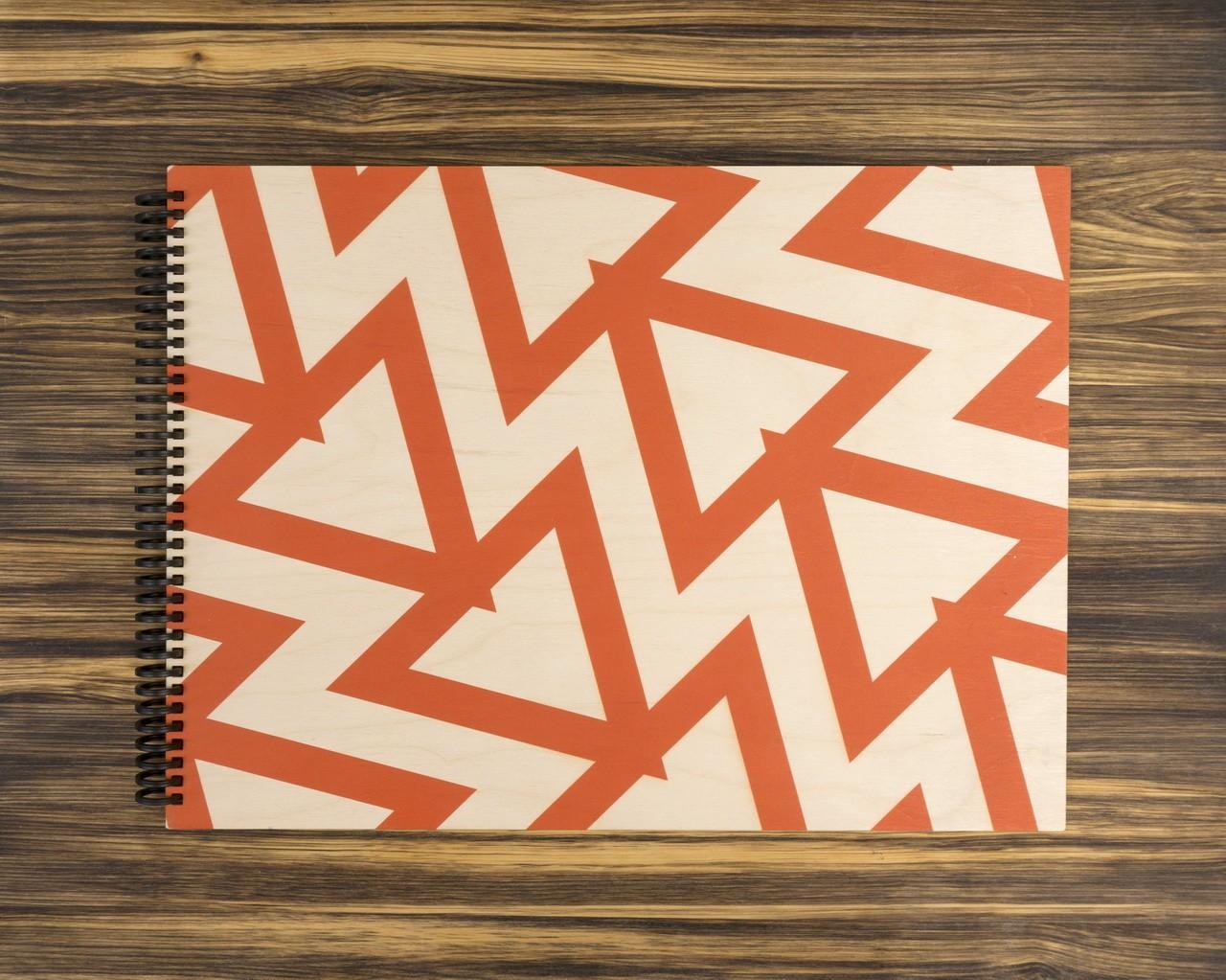 """Деревянный скетчбук для маркеров """"Красные треугольники"""" А3 40х30 см"""