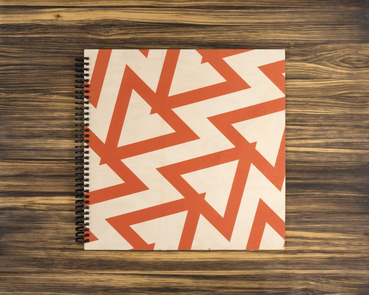 """Деревянный скетчбук для маркеров """"Красные треугольники"""" 30х30 см"""