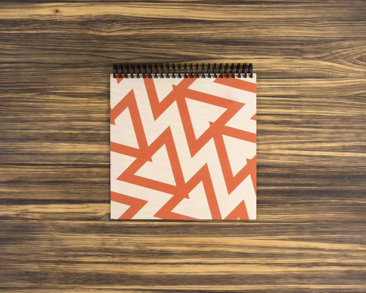 """Деревянный скетчбук для маркеров """"Красные треугольники"""" 20х20 см"""