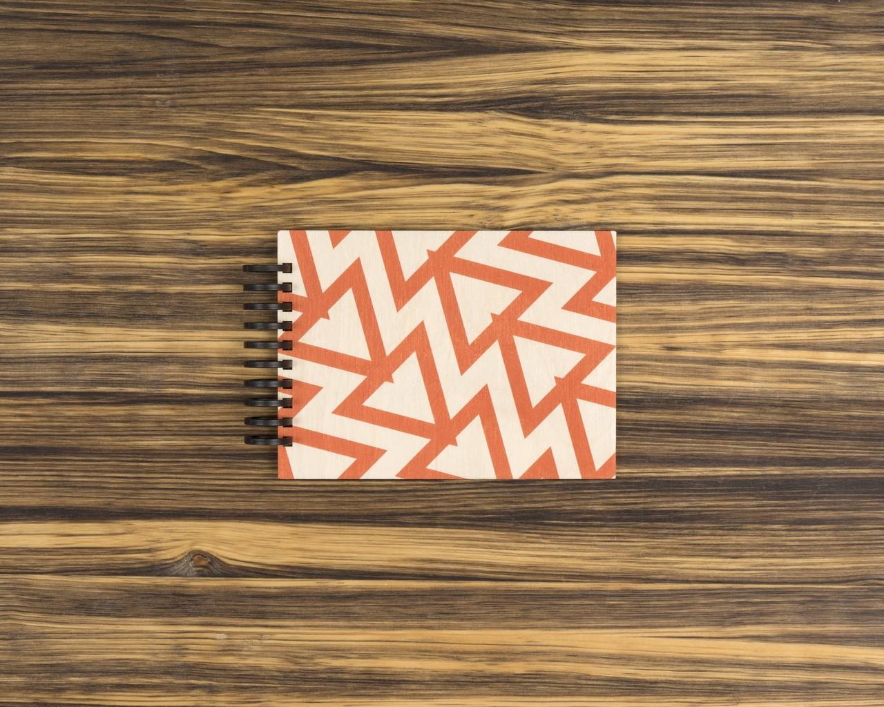 """Деревянный скетчбук для маркеров """"Красные треугольники"""" 15х10 см"""