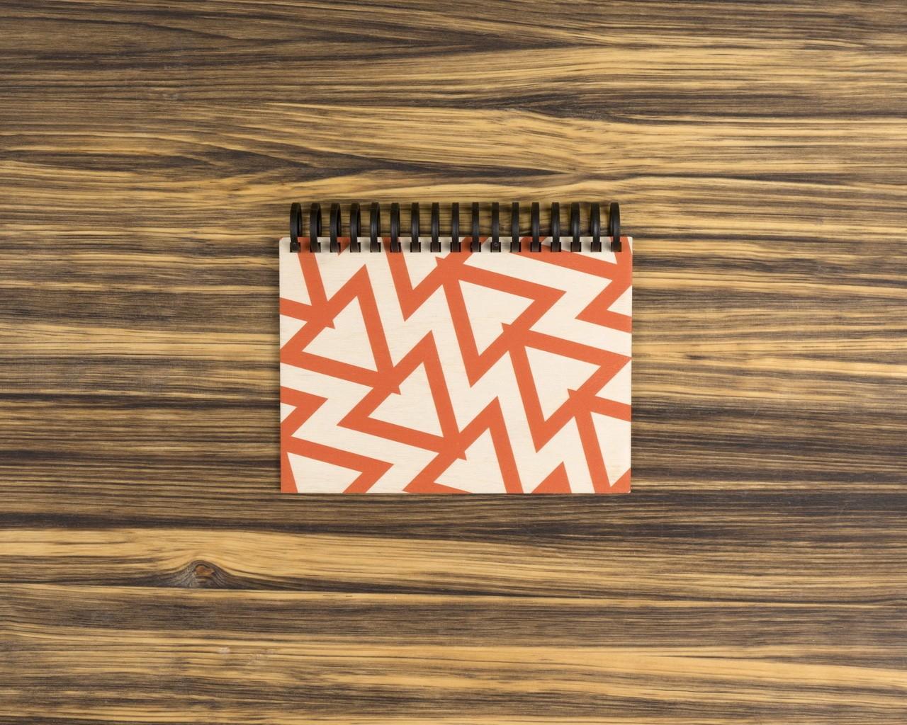 """Деревянный скетчбук для маркеров """"Красные треугольники"""" 10х15 см"""