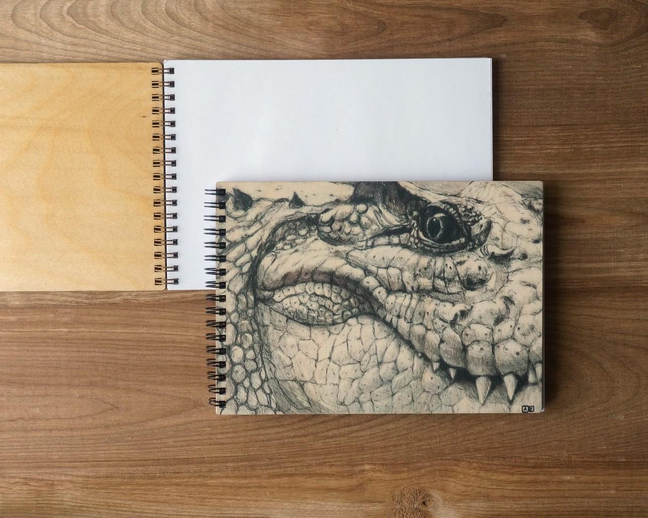 """Деревянный блокнот А5 """"Крокодил"""" (графика)"""