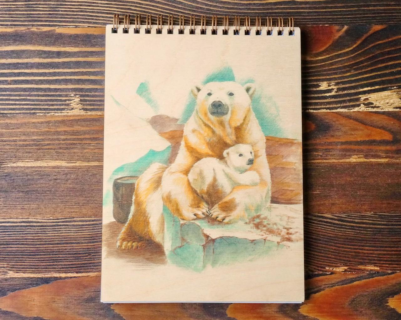 """Деревянный блокнот А5 """"Белая медведица с медвежонком"""""""