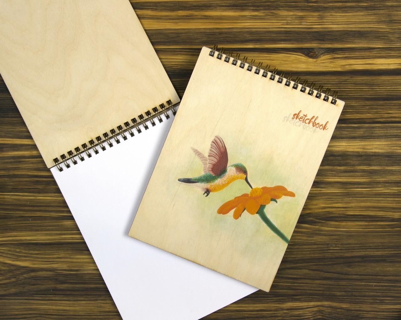 "Деревянный блокнот А5 ""Птичка колибри"""