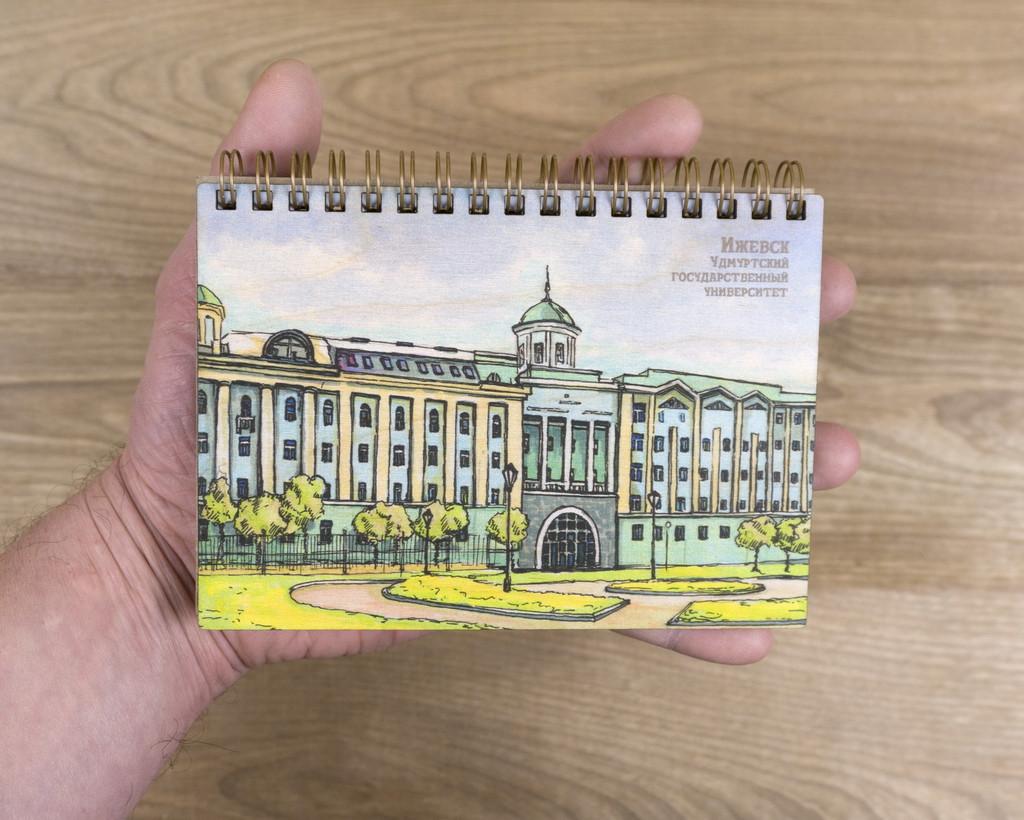 """Деревянный блокнот """"Удмуртский государственный университет"""" А6"""